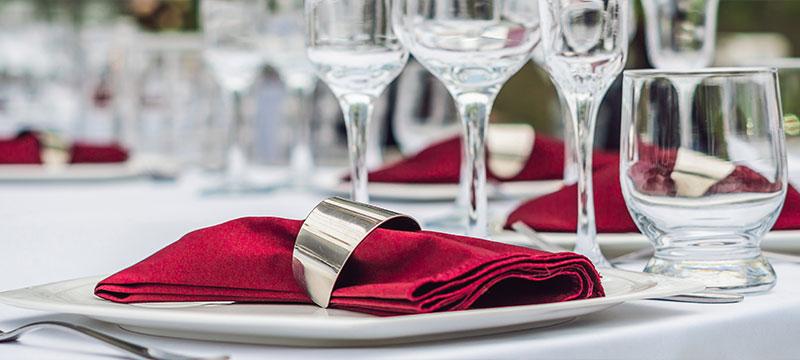 Wäscherei Pauli, das sind Wäscheprofis für Gastro und Hotel. Hier: Enssemble aus Tischdeko für eine Veranstaltung.